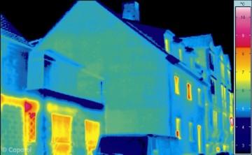 Die gleiche Fassade mit Wärmedämmverbundsysten gedämmt